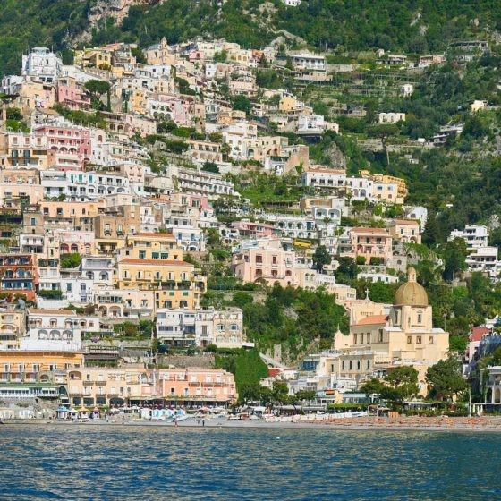 Blick auf Positano an der Amalfiküste